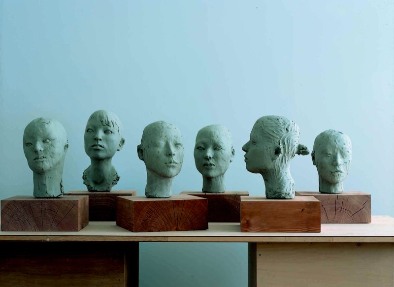 Portraits ポートレイト  Dry clay乾燥粘度  Photo by Mitsumasa Fujitsuka 撮影/藤塚光政