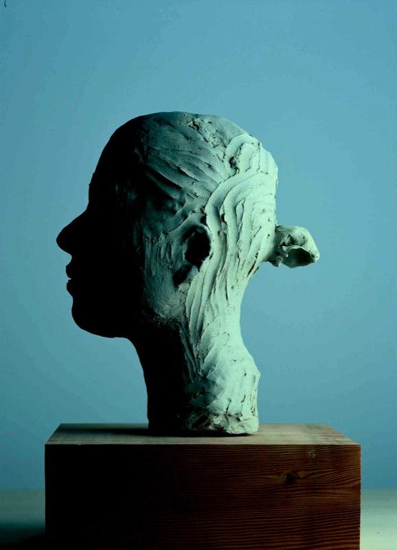 Portrait of Midori 緑の肖像  Dry clay乾燥粘度  Photo by Mitsumasa Fujitsuka 撮影/藤塚光政