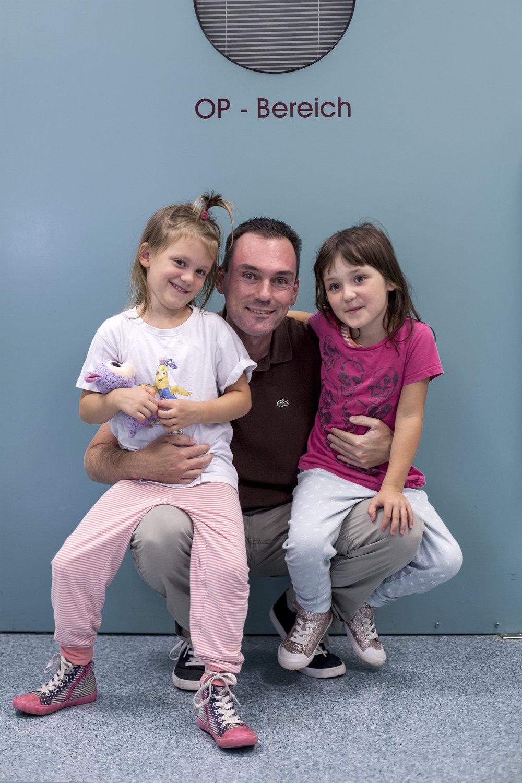 """Emma, 5 Jahre - Emma ist mit Ihrem Papa und einer Freundin ins Franziskus Klinikum gekommen.Ein echter Notfall war das: Unter ungeklärten Umständen ist Nizza aus dem Fesnter gefallen. Zum Glück hat sie sich aber """"nur"""" das Bein gebrochen. Natürlich wurde sie sofort behandelt und nach dem großen Schock geht es nun allen wieder besser."""