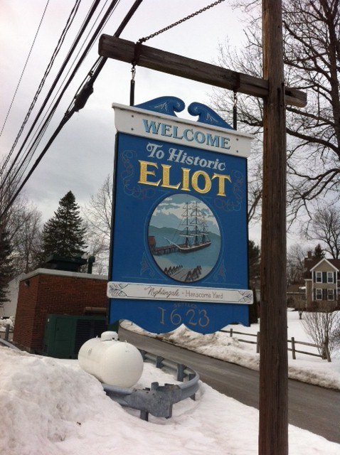 Eliot, maine welcome sign.