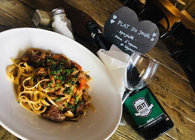 Pour la Saint Valentin, Kiez Kanal vous propose que de l'amour dans un plat... #spaghetti #grauburgunder #pinotnoir #delicious #mahlzeit🍴