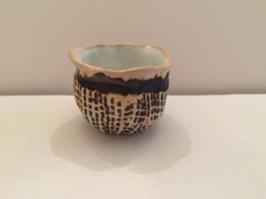small pot white:brown