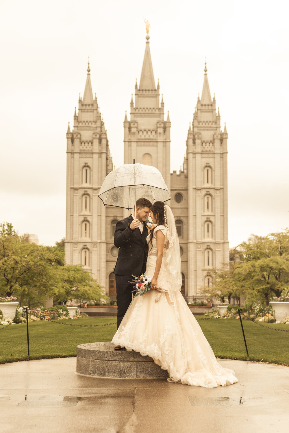Rainy Spring Wedding at the Salt Lake Templeby Bri Bergman Photography03.JPG