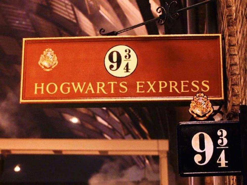 placa_plataforma_9_3_4_hogwarts_express_oficial_harry_potter_832_2_20160302112206.jpg