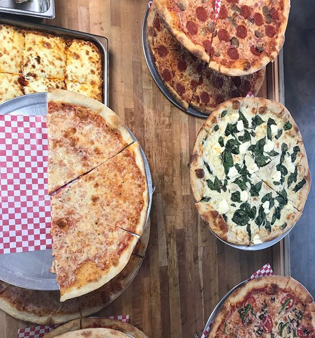 Late start to this week after a long weekend but we're ready to rock! #tuesdaymotivation #uky #lasagna #spinachalfredopizza #loveoffood #madewithlove #lunchtime