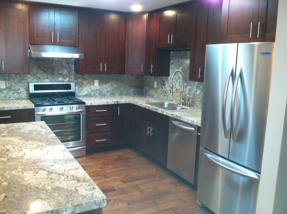 Classic Shaker with Granite Countertops.JPG
