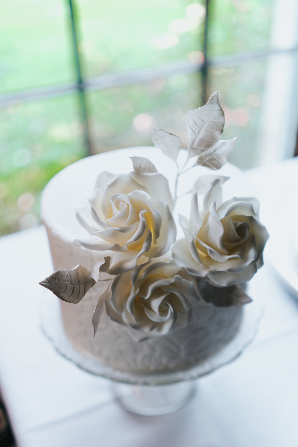 Damask Pattern single tier wedding cake