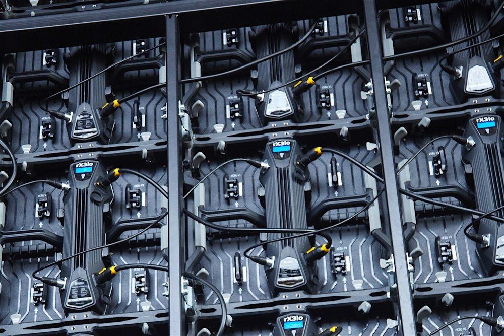 Just LEDitgo. - Todos los smartScreens están equipados con los módulos LED de la empresa LEDitgo GmbH, a menos que prefieran equipar el tráiler con sus propios materiales. En este caso, podemos adaptar el tamaño de la pantalla a su sistema preferido.