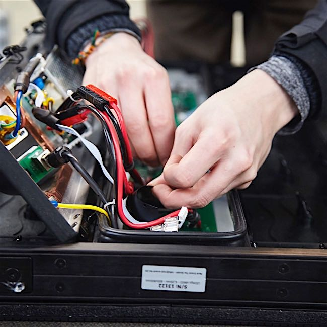 Repairs - We repair your mobile stage and repair damaged parts, regardless of roof, hydraulics or brakes.