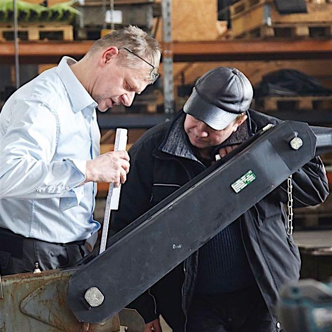 Prueba de seguridad - Verificamos la seguridad de su escenario móvil, en su caso, instalando piezas de recambio y preparándolo para su revisión por la organizacion certificadora alemana TÜV.