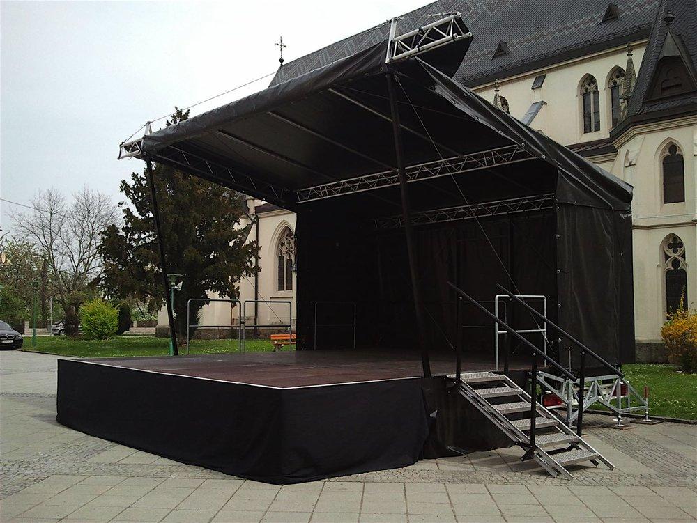 SS30-Bühne+7+x+6m+mit+Anbauelemeten+links+vorne.jpg
