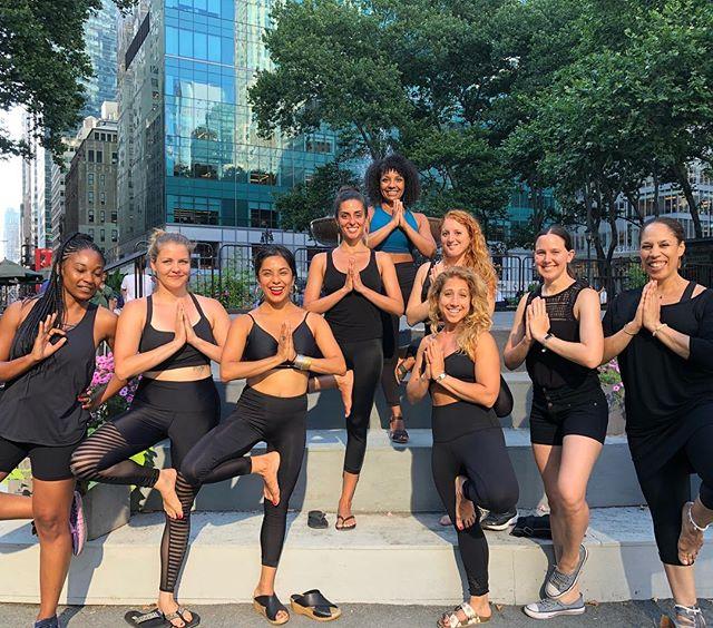When your yoga bestie teaches Bryant Park yoga...you become a yoga fly girl with your yoga baes ❤️ • #newyorkcity#ny#bryantpark#midtown#sacred#yogagirls#kevitalove#gaiamwellness#yogaintheparks#hotyoga#yogainnature#yogateacher