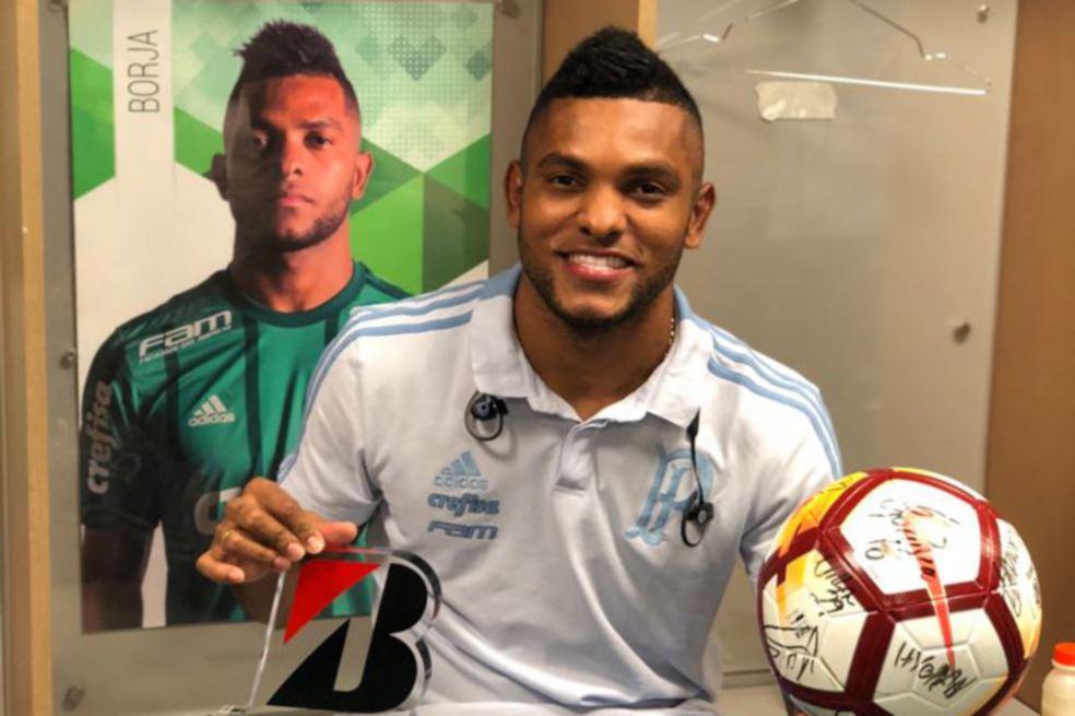 Miguel Borja, en el camerino del Palmeiras, luego de marcarle tripleta al Júnior. / Juan P. Pachón