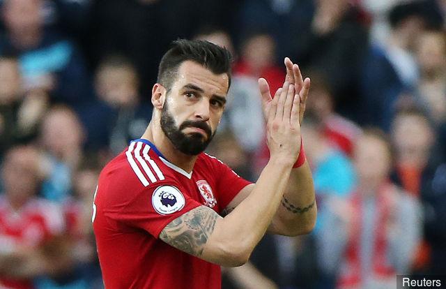 middlesbroughs_alvaro_negredo_applauds_fans_as_he_is_substituted_369095.jpg