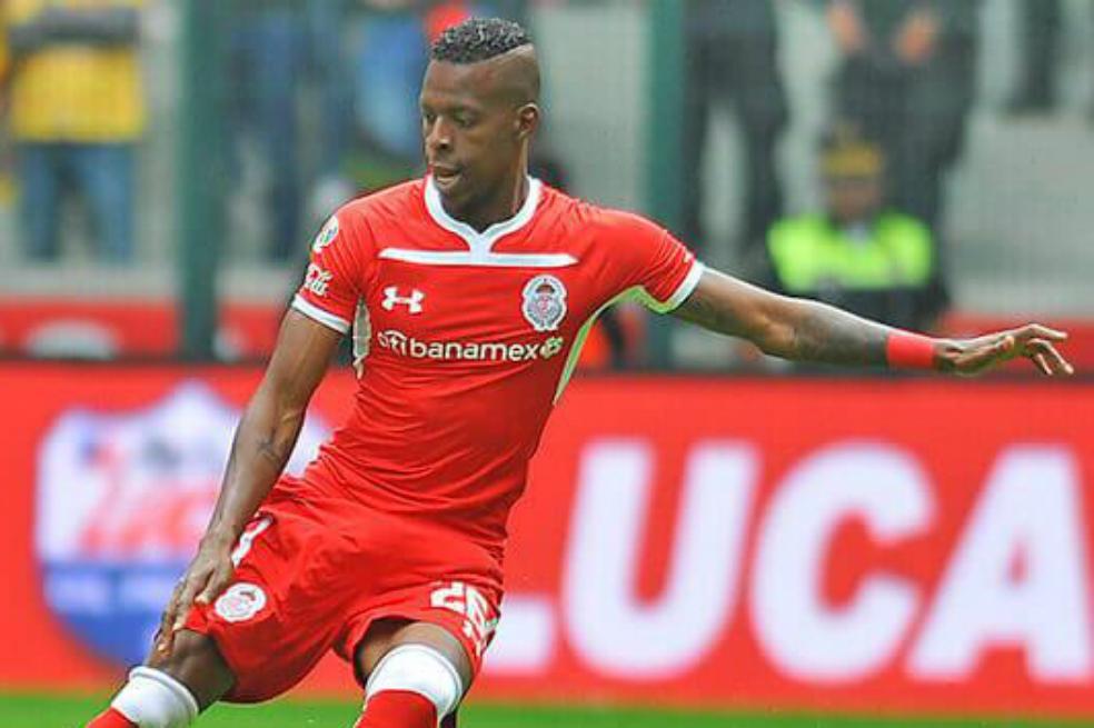El lateral izquierdo colombiano, de 25 años, llega al fútbol portugués tras su paso por el Toluca mexicano.