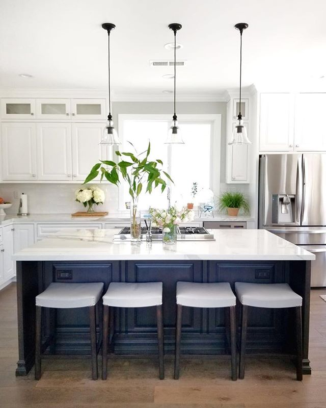 My client's freshly remodeled kitchen is clean, traditional and oh so beautiful! Give us a heart if you agree! #beachbungalowdesigns #myhousebeautiful #sandiego #design #remodel #californialiving #coastalliving #beachhouse #interiordesigner #sandiegointeriordesign #apartmenttherapy