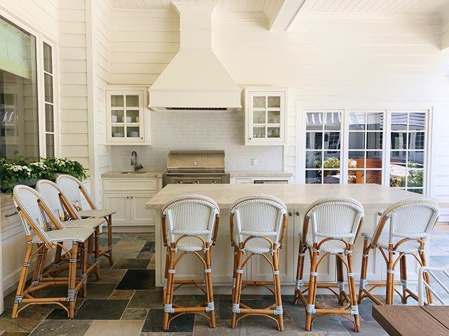 An outdoor kitchen of our dreams🙌 My favorite part is the hood we designed for this outdoor bbq. Our new Serena and Lily barstools just arrived and give it just the right finishing touch. #whiteisntboring #beachbungalowdesigns #outdoorliving #outdoorkitchen #myhousebeautiful #serenaandlily #detailsmatter #interior123 #sandiego #ranchosantafe #instahome #remodel #myjob