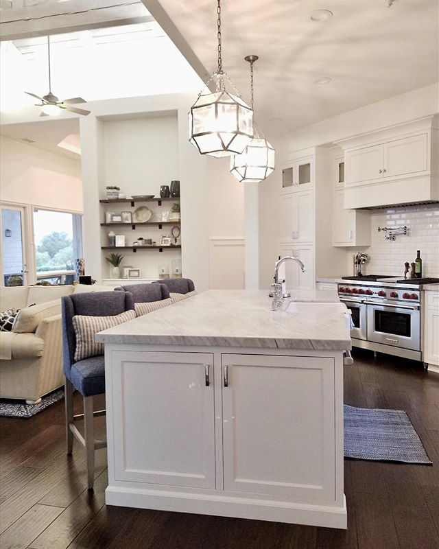 Kitchens are on my mind today as we have a big design meeting for a new project. Follow along on stories to see our meeting and the before that we are about to tear out! #beachbungalowdesigns #kitchens #kitchenremodel #interior123 #sandiego #sandiegodesigner #coastalliving #myhousebeautiful #detailsmatter #happywednesday
