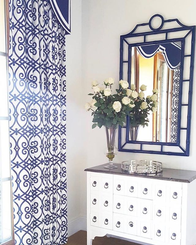 Well it's Tuesday which means we are back to work! Some awesome new projects coming together this week that we will share with you on stories but FIRST- this mirror🙌 Still one of my favorites ever and made the perfect addition to my client's guest room! Who wouldn't want to see their reflection in this one?? #beachbungalowdesigns #interiors #interiorstyling #homedecor #homedesign #interiordesign #homestyle #myhousebeautiful #pursuepretty #guestroom