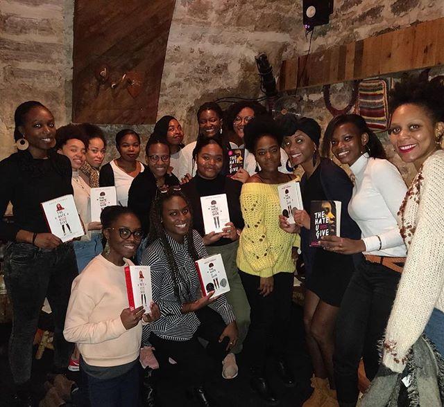 Nous sommes de retour!!! 🥳🥰😎La saison Book & Brunch Paris est lancée. Encore une fois, Bonne année 2019. Un gros merci aux participants et @lockwoodparis pour l'accueil. Félicitations aux deux nouvelles animatrices @julee_outsider et @dyna_sow !!