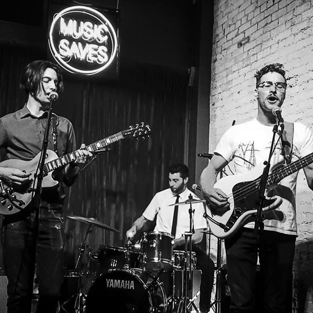 Little shot of us @ The Crow in Collingwood, thanks to @stevetheviper and @craigsnbacon for having us hope to be back soon ... 📸 @kurtisboyce16 #collingwoodmusicscene  #collingwoodmusic #toronto #torontomusic #torontomusicscene #coyotekids #coyotekidsmusic #thecrow #thecrowbar #bandofbrothers