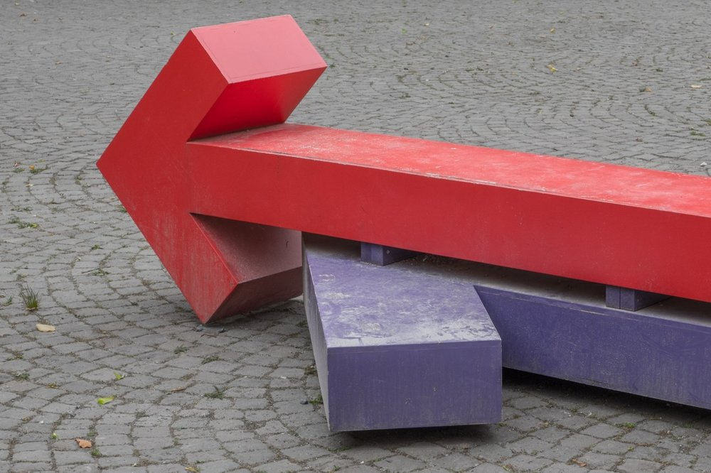 A public art sculpture of two intersecting arrows (stock photo courtesy of https://pxhere.com/en/photo/709321)