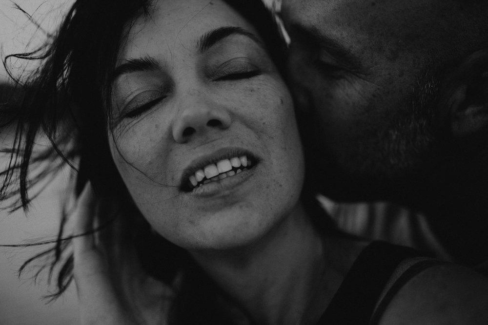 000000048_LOVEHERWILDPHOTOGRAPHY_192_Lifestylephotographer_Emotive_Emotivephotography_couplephotographerbyronbay_Loveherwildphotography_Emotiveblackandwhitephotography.jpg