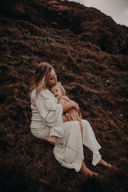 byronbaymotherhoodphotographer_loveherwildphotography.jpg