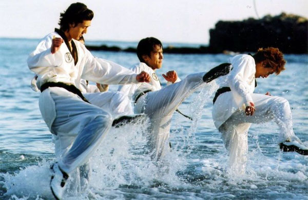 Or you can throw on your  dobuk  and train in the ocean like these guys.