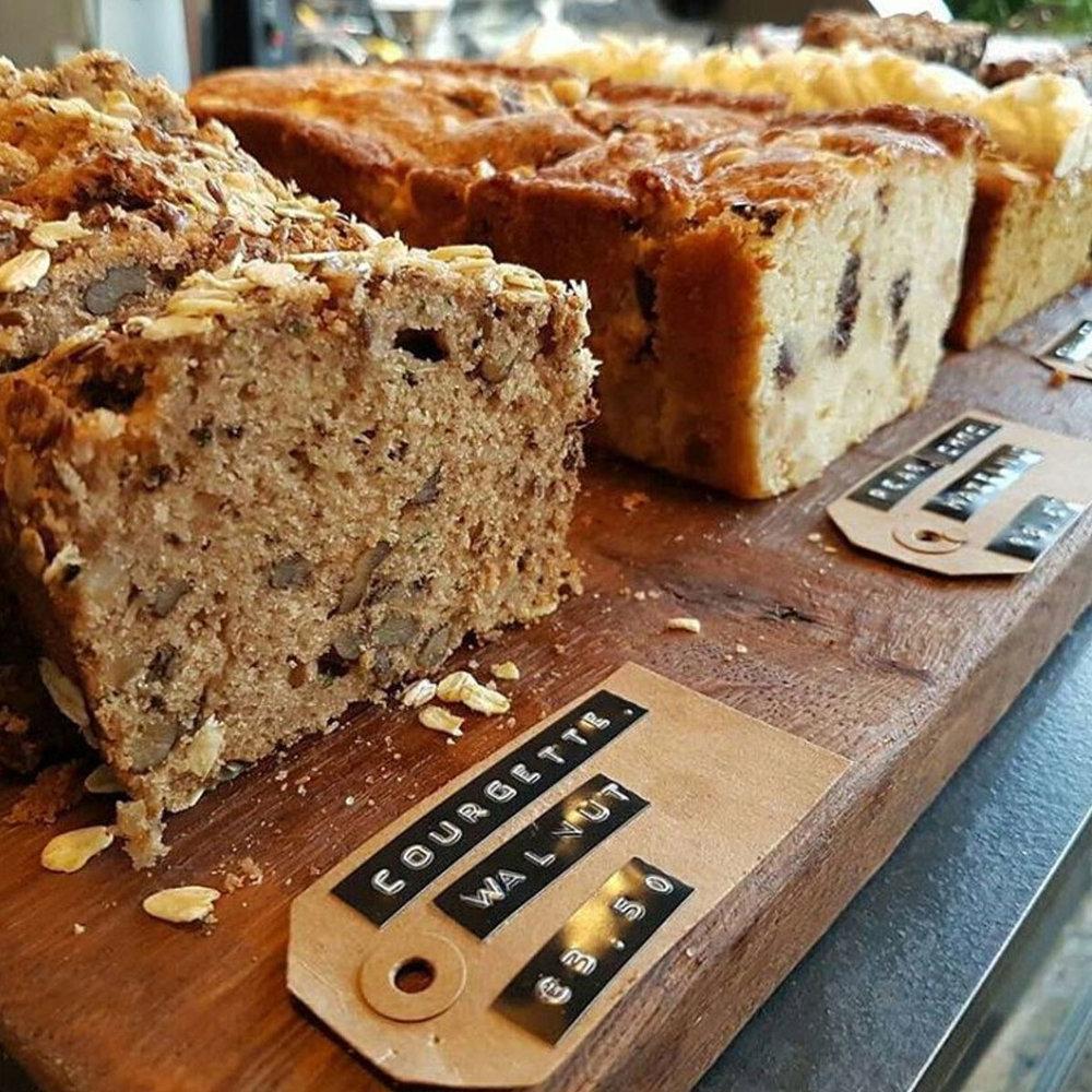 Baked-in-amsterdam-cake-1024px.jpg