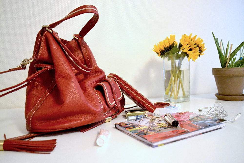 Whatsinmybag meet Noémi 9to9daily