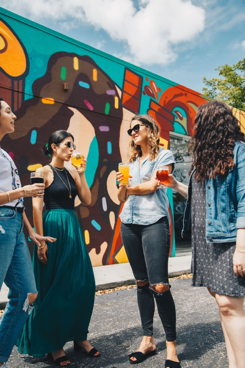 how to make new friends abroad