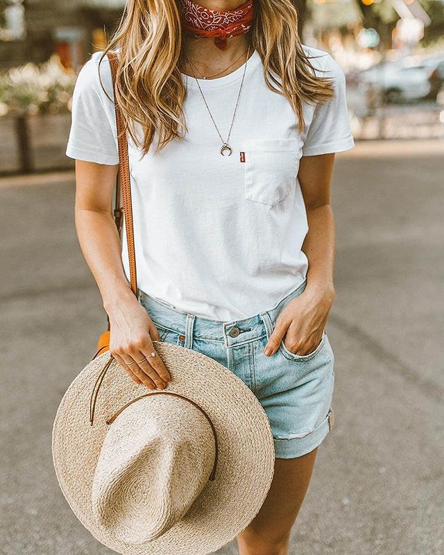 Your Monday morning uniform... @livvylandblog wears the #lucywilliamsXmissoma Large Horn Necklace