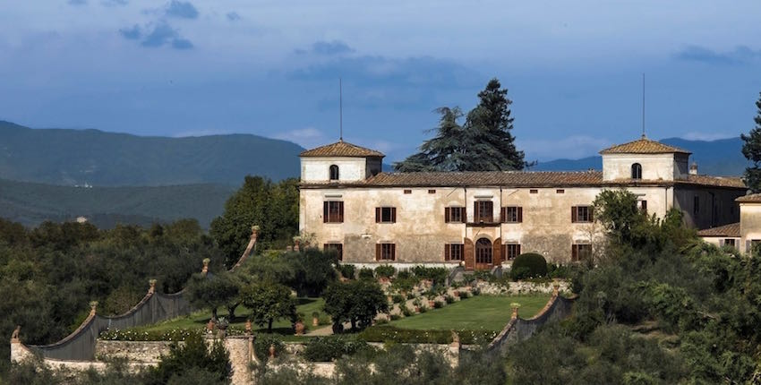 1-Florence-medici-wedding-villa-facade.jpg