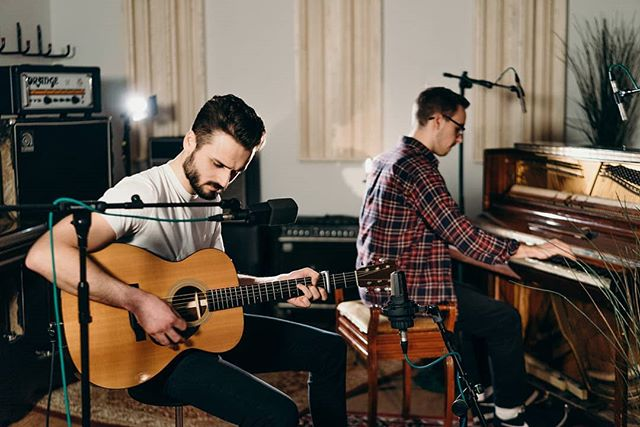 A photo from a super fun live session we filmed with @samwellhandy and @ted_hayes_music at the awesome @studio91uk. Link to the video probably in Sam's bio!