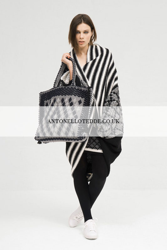 SAMPLE SALE  - UP TO 80% OFFFriday, December 1, 2017OPENING HOURS - 9:00 AM 8:00 PMTHE MUSIC ROOM26 South Molton Ln, Mayfair,London W1K 5LF(Bond Street - nearest station)