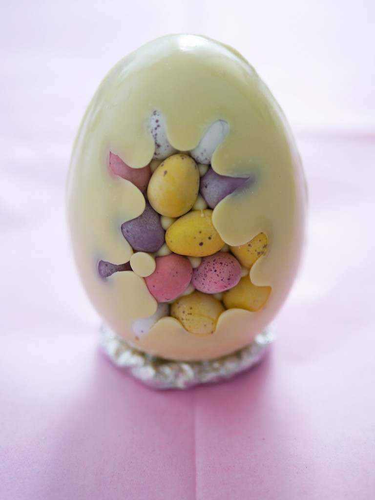 Betty-Magazine-Food-DIY-Easter-Eggs-4-768x1024.jpg