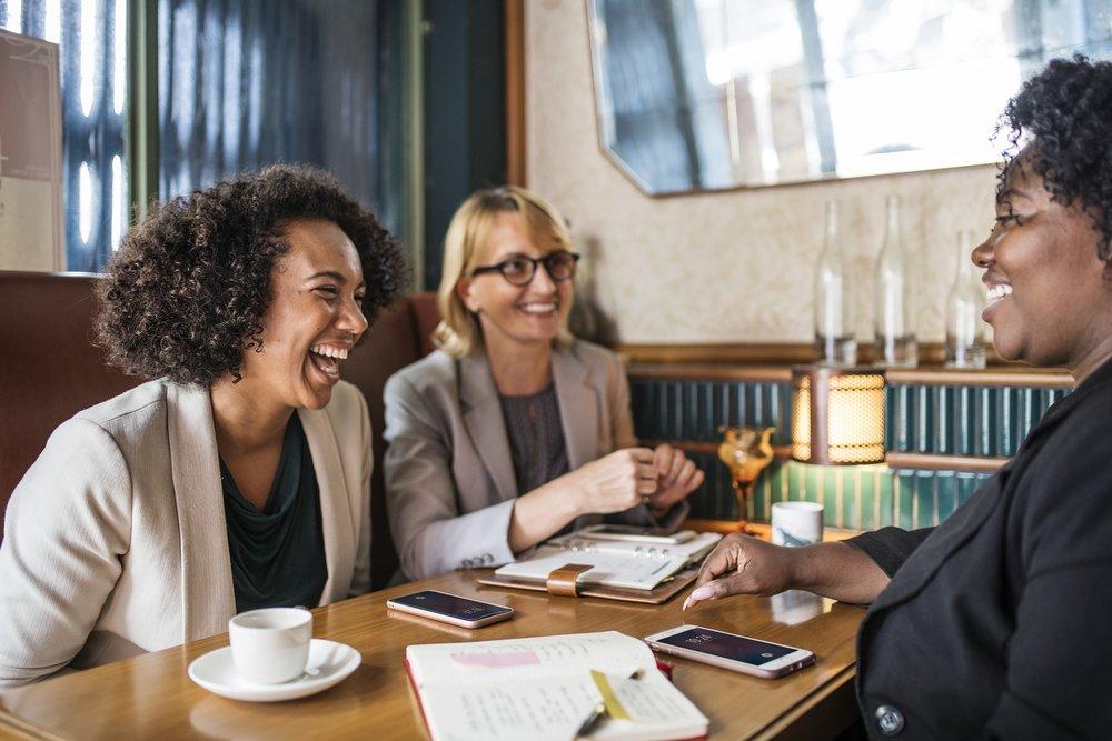 Kokous kahvilassa.jpg