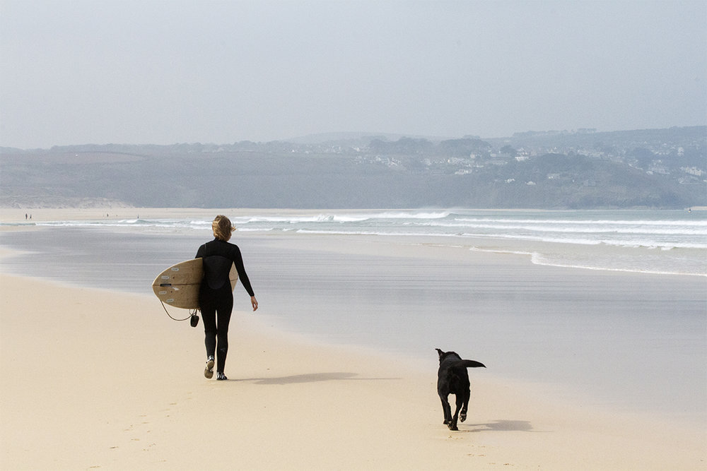 Otter_Surfboards_Sophie_Hellyer_walking_Buddy_soc.jpg