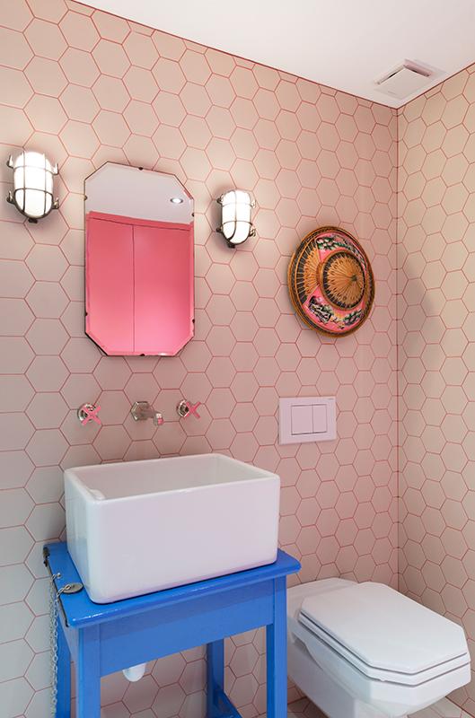 hexagon-tiles-bathroom-pink