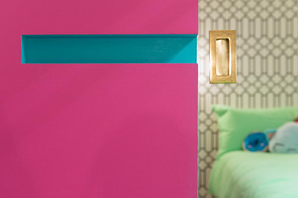 pink-door-handle-colour-interior