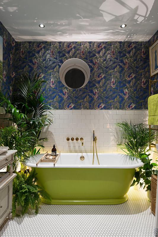 tropical-bathroom-matthew-williamson-green-bath