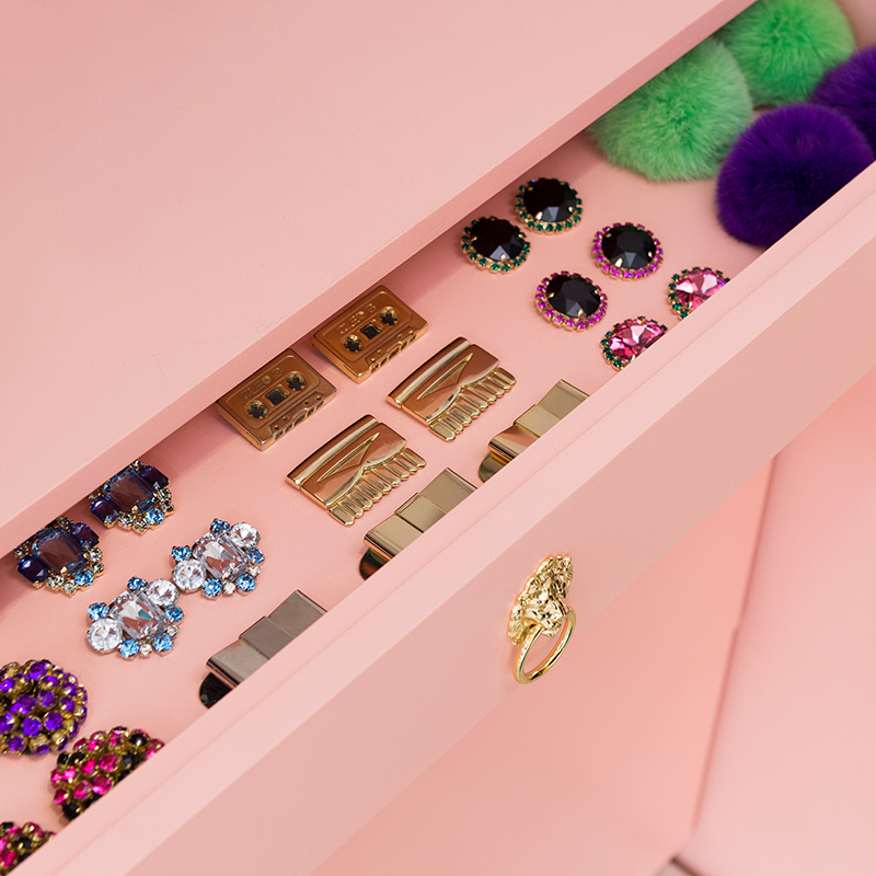 shoe-accessory-jewellery-drawer-lion