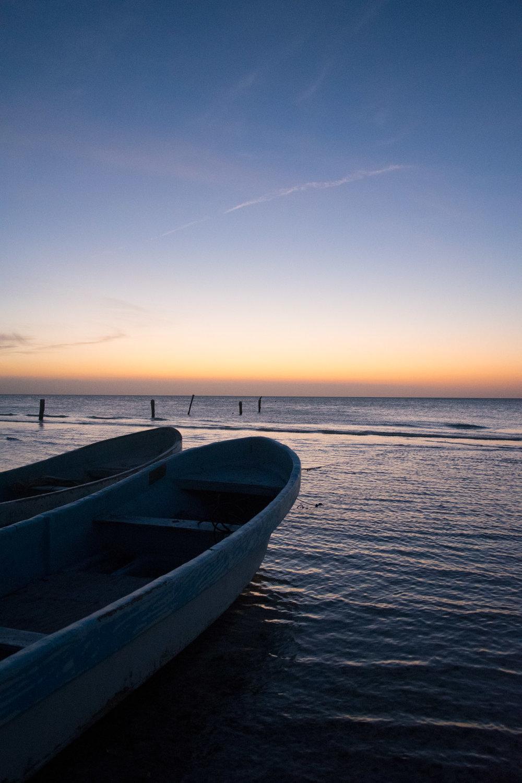dusk-boats-beach-holbox