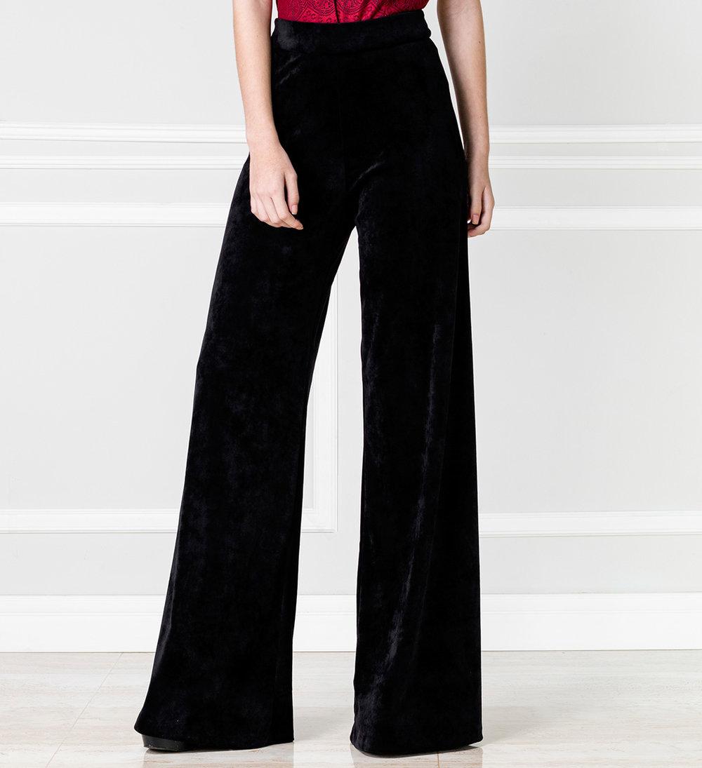 Pantalón negro en terciopelo - €75