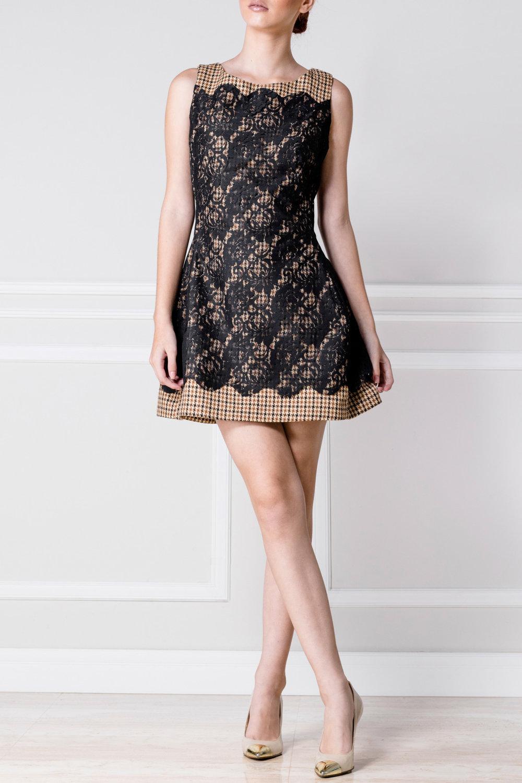 Vestido en tweed con encaje negro - €230