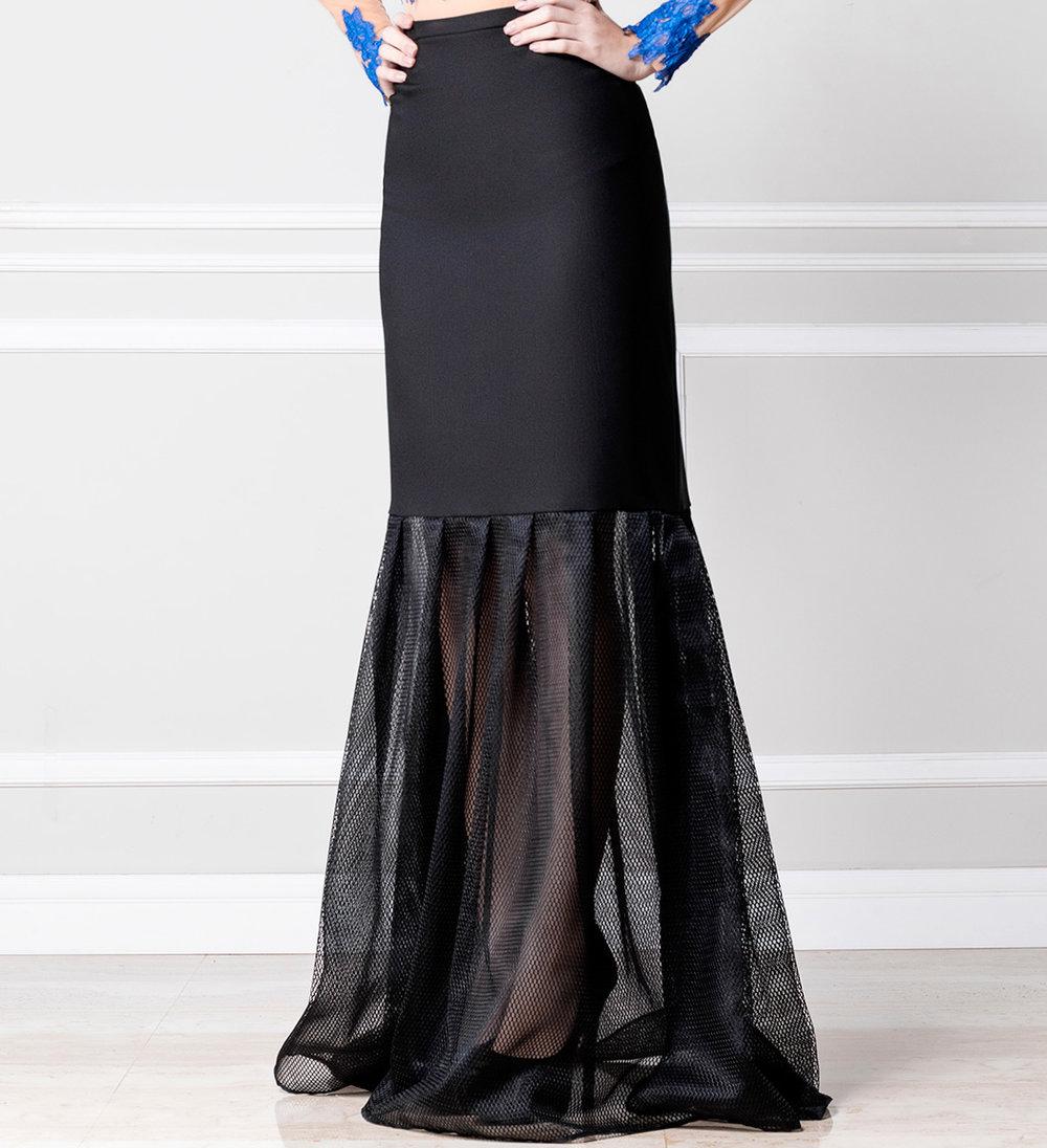 Falda negra larga con transparencia - €210
