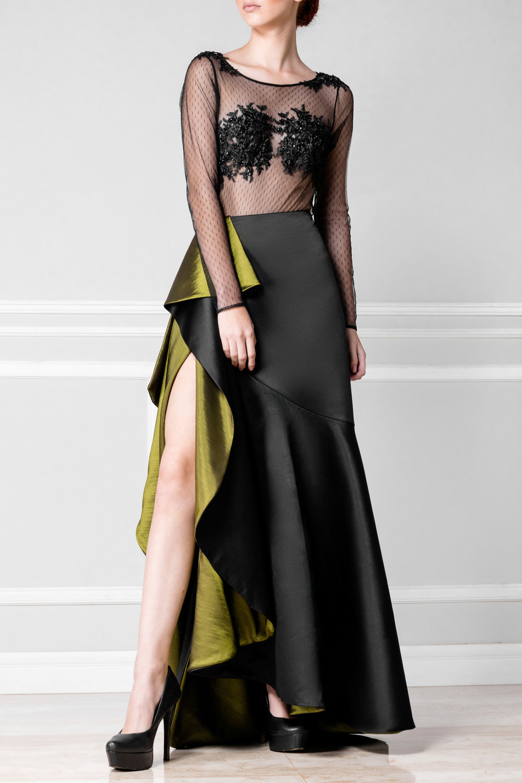 Falda negra con volantes verdes - €270