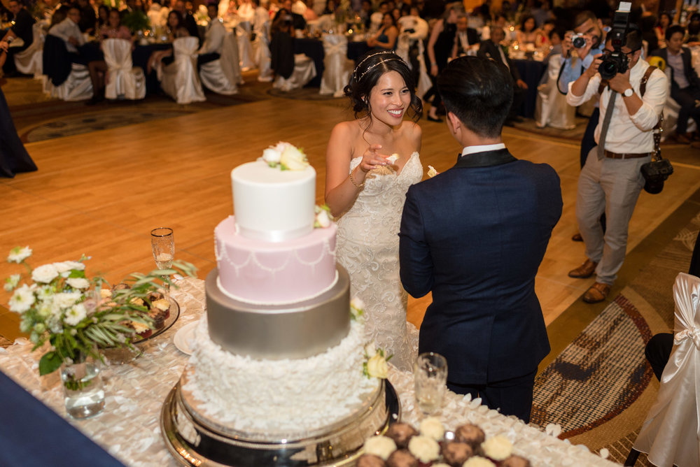 Asian Bride and Groom Cake Cutting at Olive 8