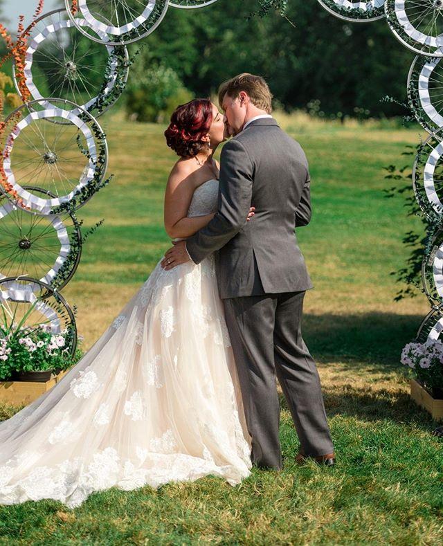First kiss 💕 . . . . . . . . . #wedding #weddings #weddingphotography #weddingphotographer #universityofwashington #UW #goodfellowgrove #seattle #seattleweddingphotographer #seattlephotographer #washington #pacificnorthwest #pnw #explore #exploretocreate #theknot #junebugweddings #bride #groom #happy #love #fun #romance #romantic #documentary #editorial #tatweddings